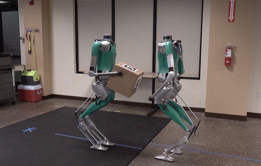 Американцы научили роботов переносить коробки сообща / Скриншот - Youtube, Agility Robotics