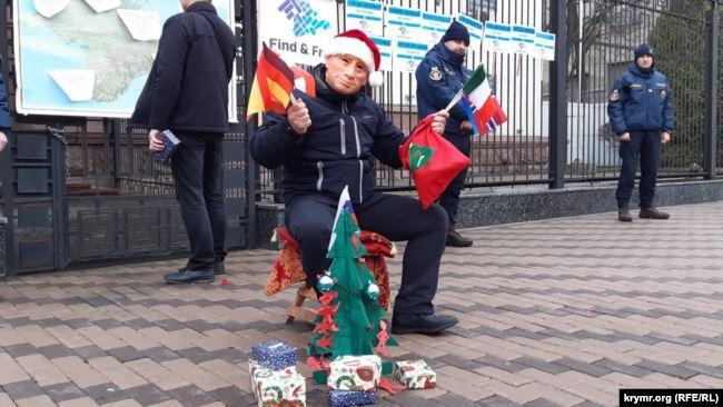 Под посольством РФ провели очередную акцию / Фото: Крым.Реалии