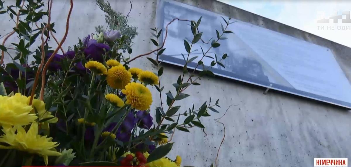 Памятный знак в Берлине на месте бывшего посольства УНР / скриншот