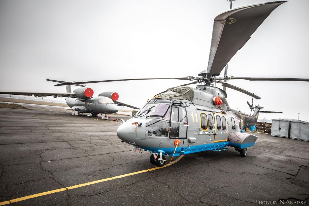 В Украину прибыл пятый вертолет Н225 от Airbus Helicopters / фото mvs.gov.ua