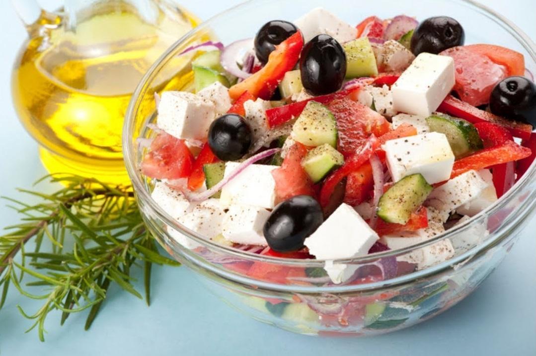 Как приготовить Греческий салат / фото pinterest.es