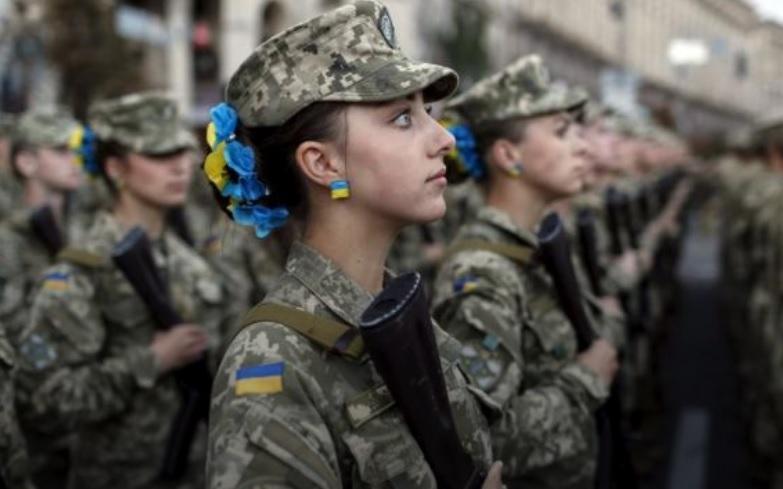 Президент напомнил, что среди украинских воинов много отважных и сильных женщин и девушек / REUTERS
