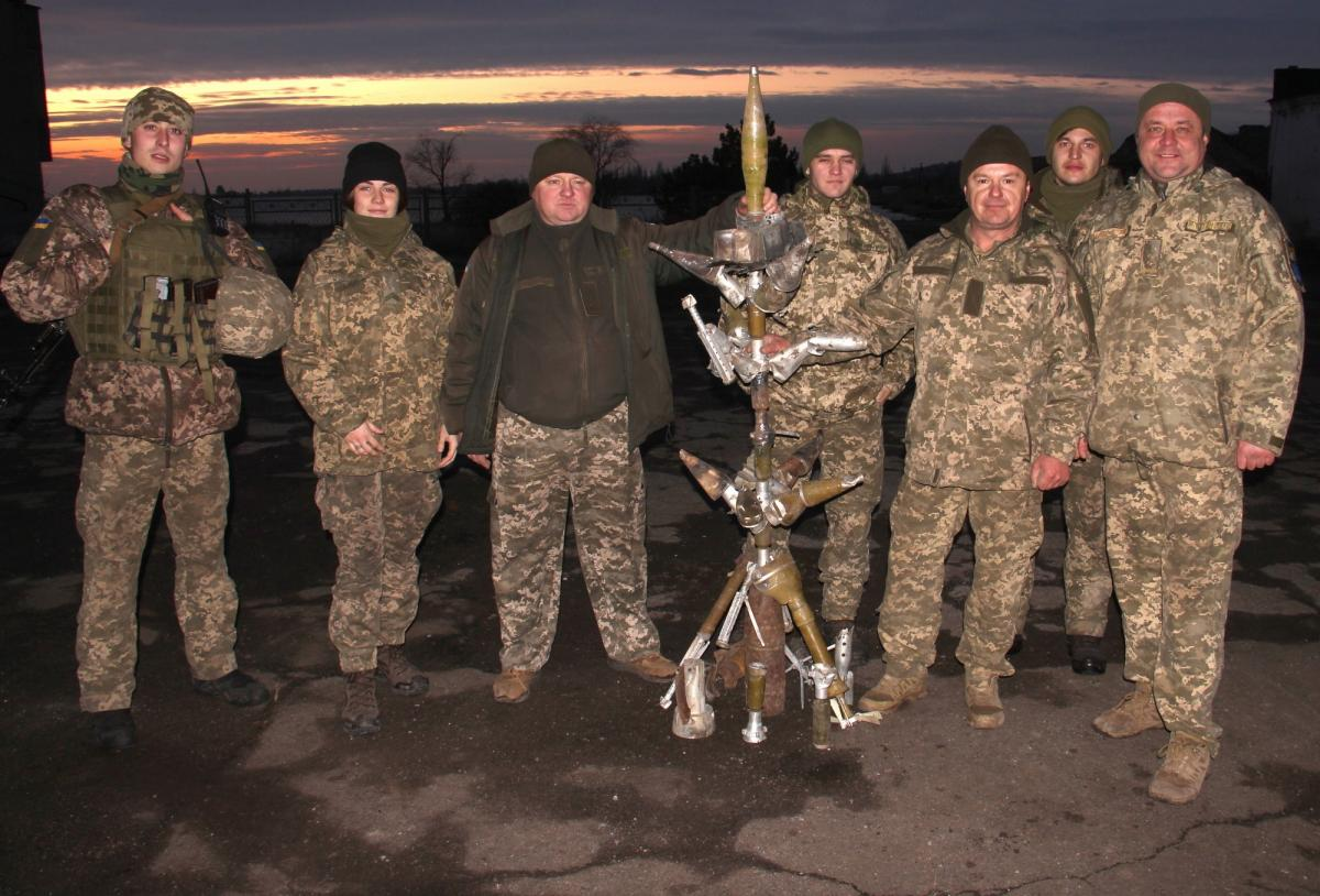 Soldiers used as decorations parts of projectiles, proscribed by Minsk Agreements / JFO