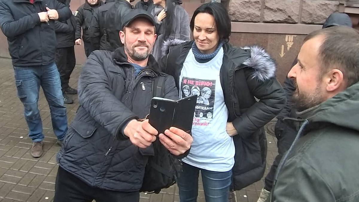 Маруся Зверобой перед допросом в ГБР / фото Андрея Костюка, 24 канал