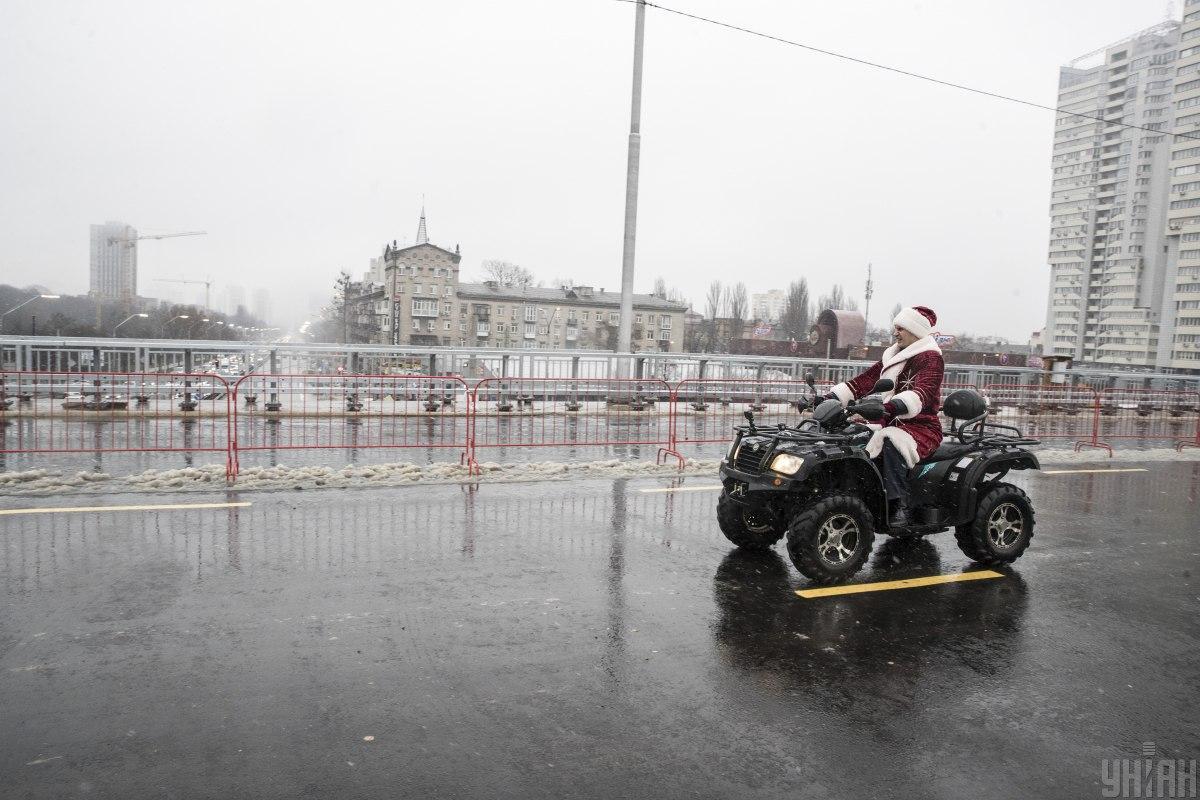 Кличко проїхався Шулявським мостом / фото УНІАН