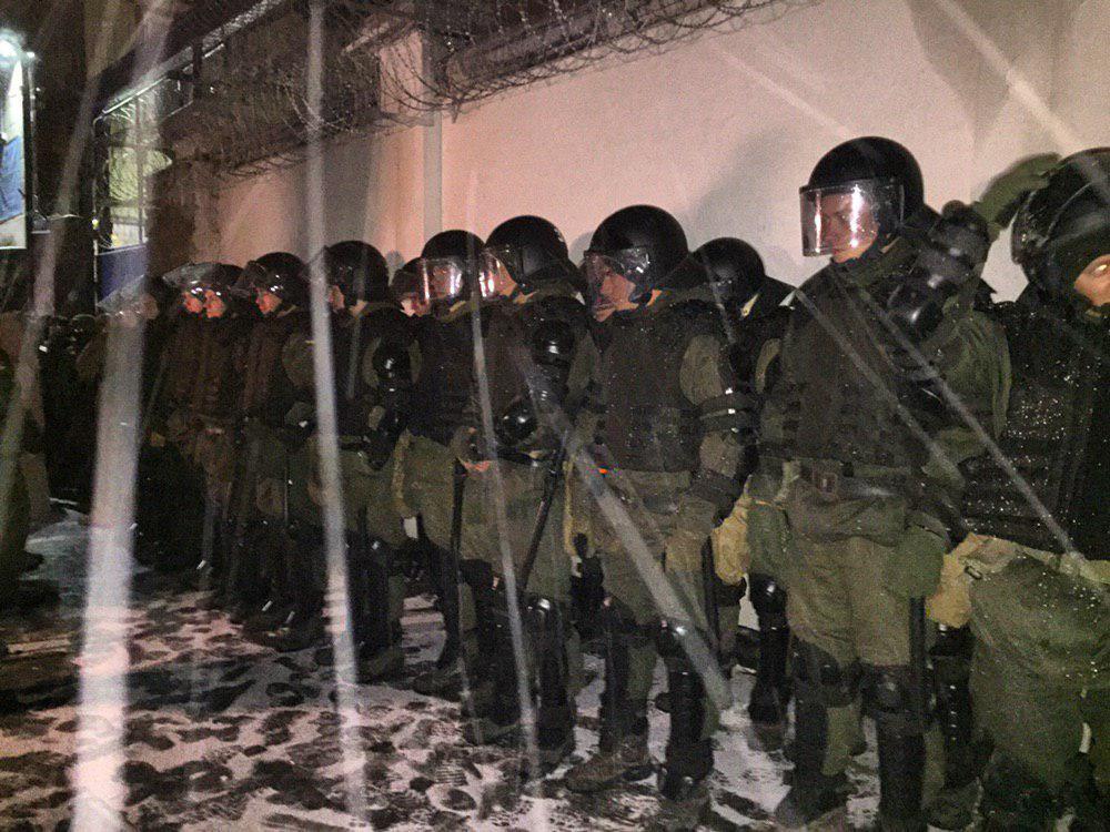 Спецназовцы собрались возле нескольких выездов из СИЗО. / t.me/pavlovskynews