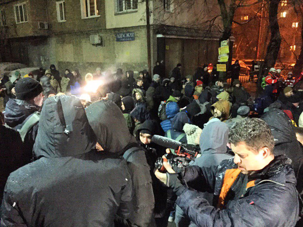 Под ЛукьяновскимСИЗО собралось более сотни человек / t.me/pavlovskynews