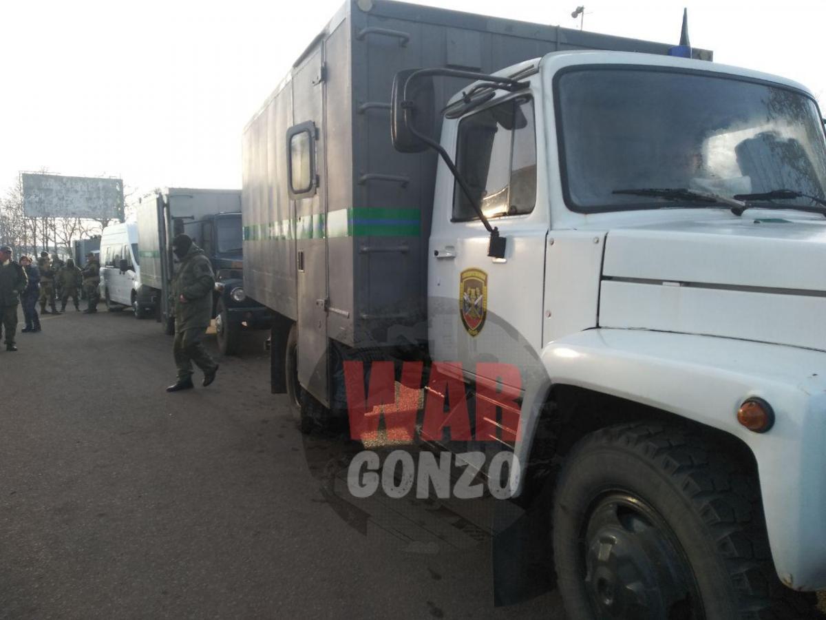 """DPR"" militants deliver Ukrainian held persons to place of a prisoner swap / t.me/wargonzo"