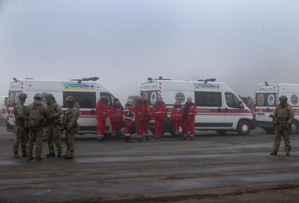 """Ukraine-""""LPR/DPR"""" prisoner swap has begun / twitter.com/APUkraine"""