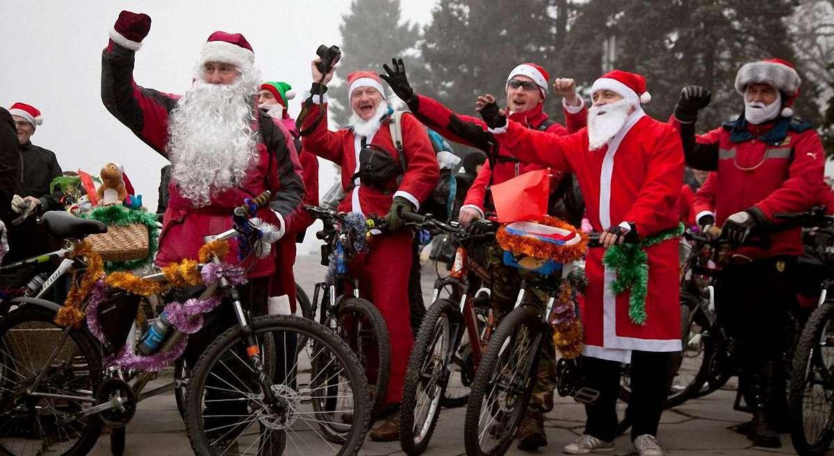 Велопарад показал, что велосипед не привязан к теплому времени года / фото zp.vgorode.ua