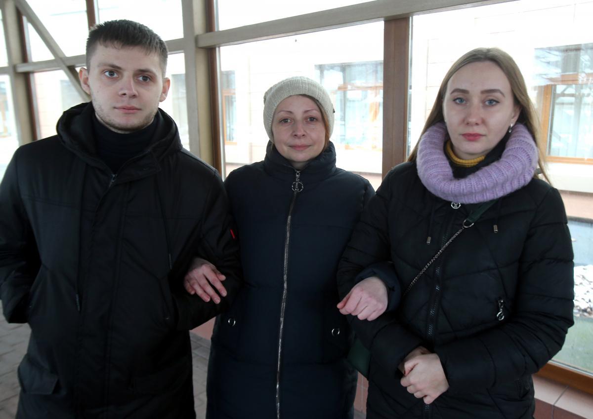 Лариса Багненко (в центре) пробыла за решеткой около 10 месяцев / фото УНИАН