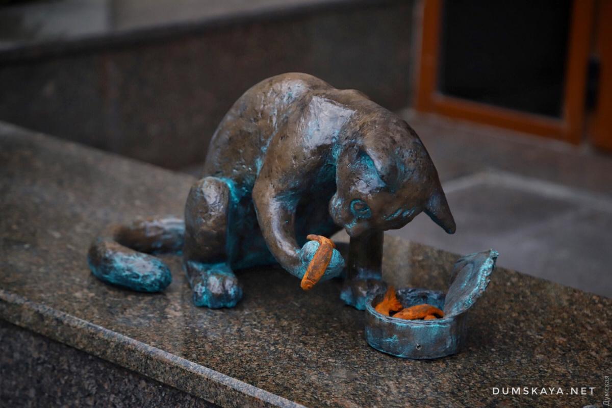 """Создана скульптура в рамках проекта """"Одесские коты"""" / фото dumskaya.net"""