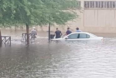 Ливень затопил город Апингтон в ЮАР (видео)