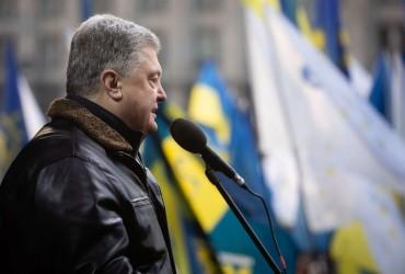 Порошенка на Майдані закидали яйцями
