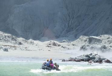 В результате извержения вулкана  в Новой Зеландии погибли пять человек