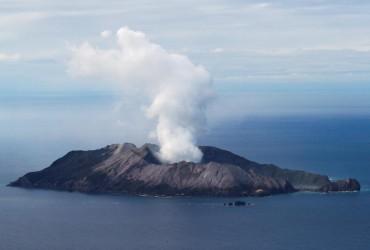 В Новой Зеландии продолжаются поиски пропавших без вести после извержения вулкана