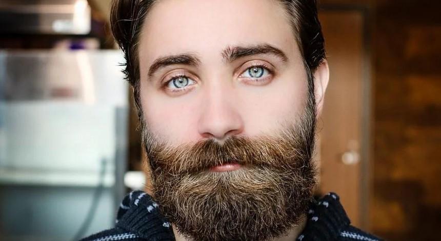 Лікар пояснив, як вуса та борода можуть нашкодити взимку