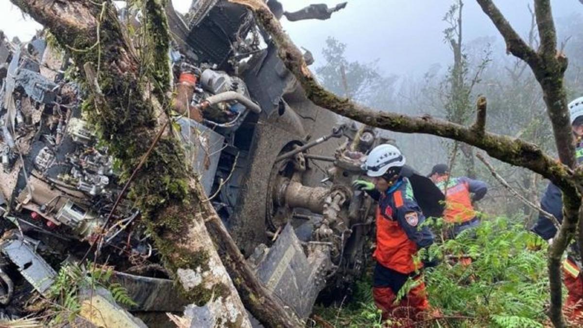 В салоне вертолета находились 13 человек / YILAN COUNTY FIRE BUREAU