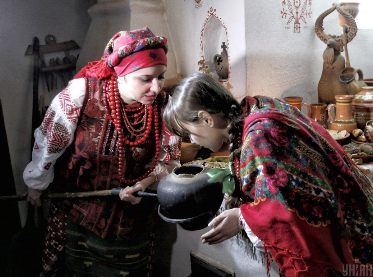 Українці на Святвечір готували 12 пісних страв, а алкоголь замінювали узваром / Фото УНІАН