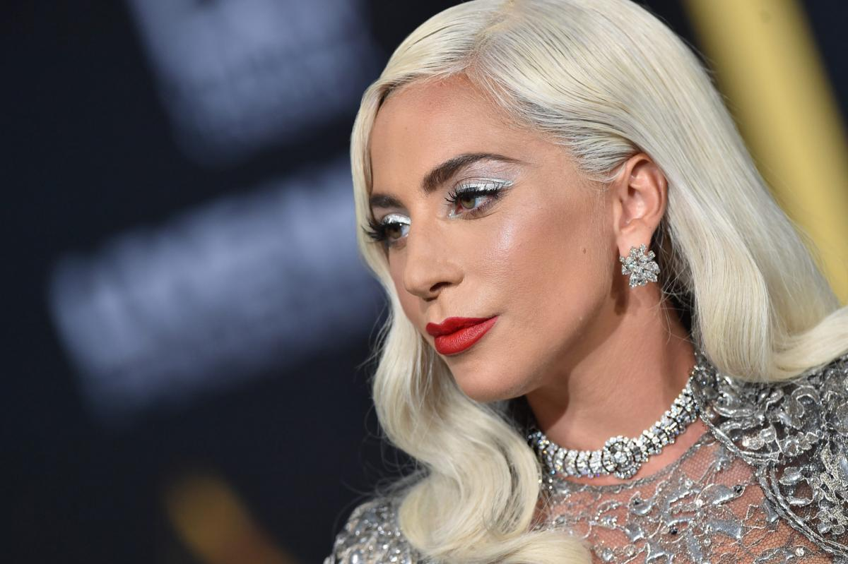 Гага встретила 2020 год в объятиях своего избранника / tatler.ru
