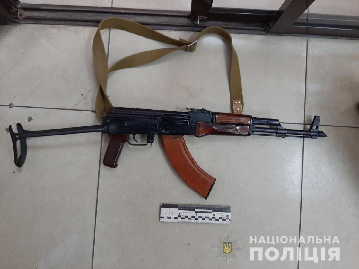 За словами чоловіка, він хотів здати рушницю до ломбарду / hk.npu.gov.ua