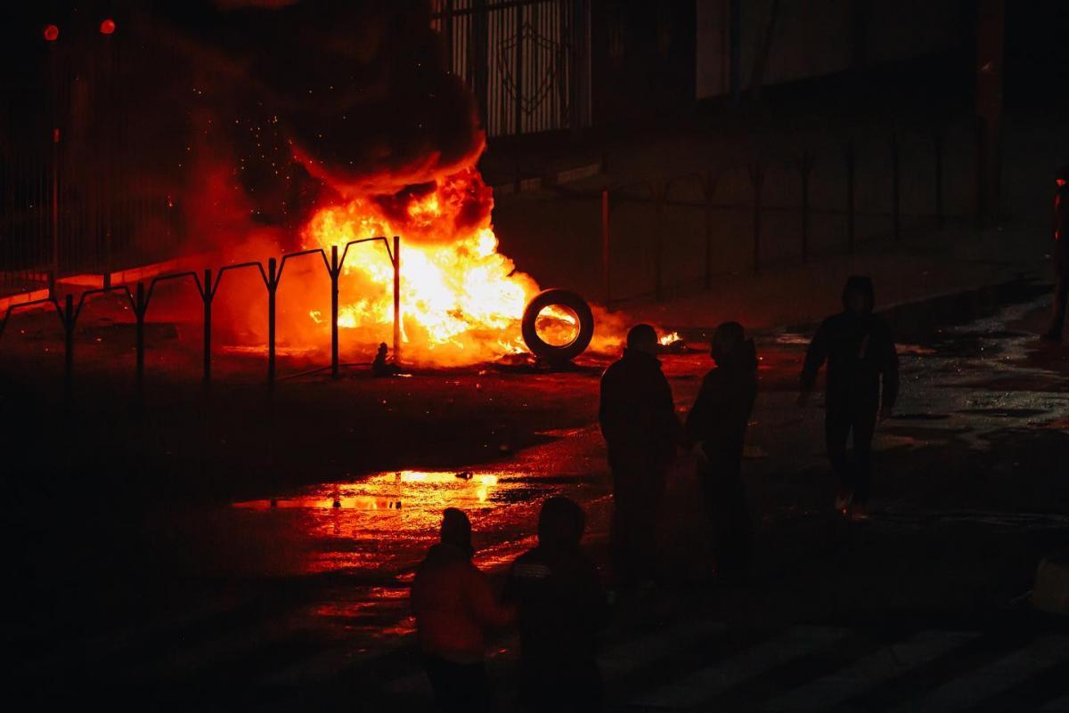 В Каховке с 4 января продолжаются протесты у райотдела полиции из-за гибели 26-летнего Владимира Чебукина / facebook.com/igorshmatenko