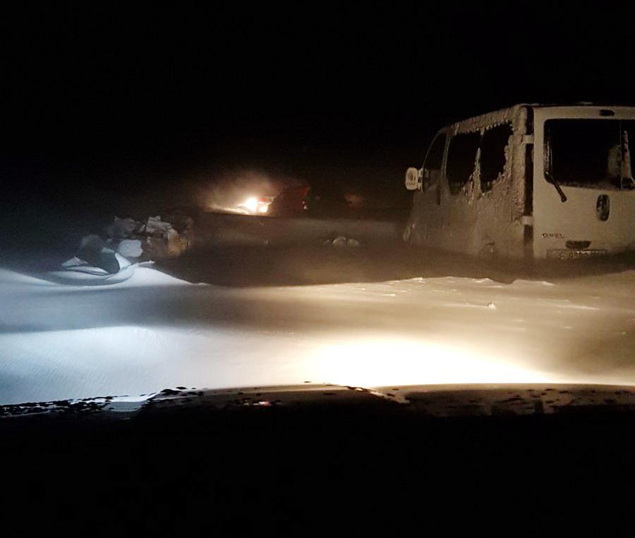 Снежные сугробы местами достигали метровой высоты / фото bukinfo.com.ua