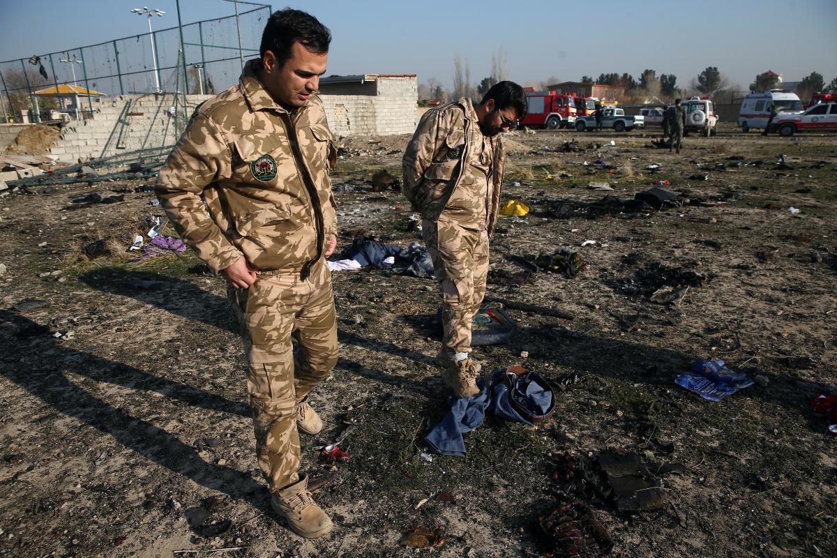 Место катастрофы самолета МАУ в Иране / REUTERS