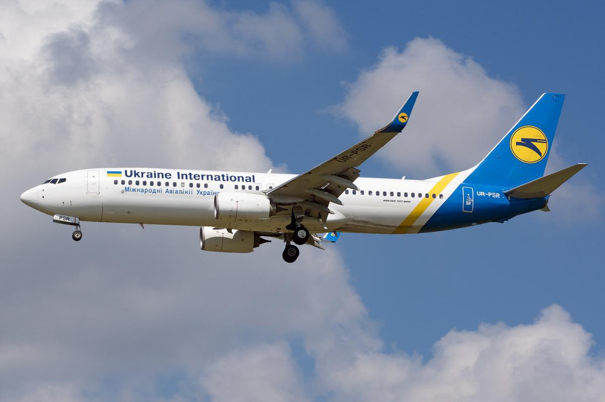 Самолет Boeing 737-800 с регистрационным номером UR-PSR, который был сбит иранскими военными / REUTERS