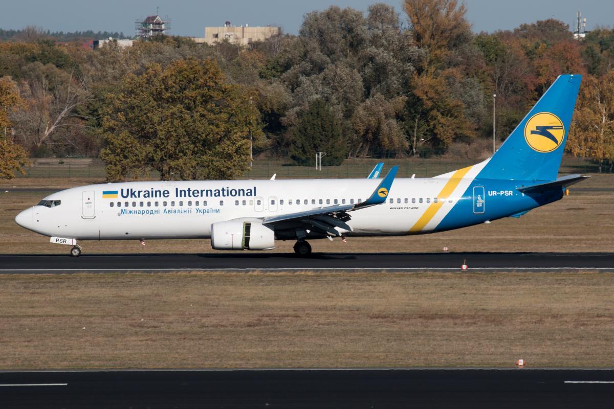 Самолет Boeing 737-800 с регистрационным номером UR-PSR, который потерпел катастрофу в Иране / REUTERS
