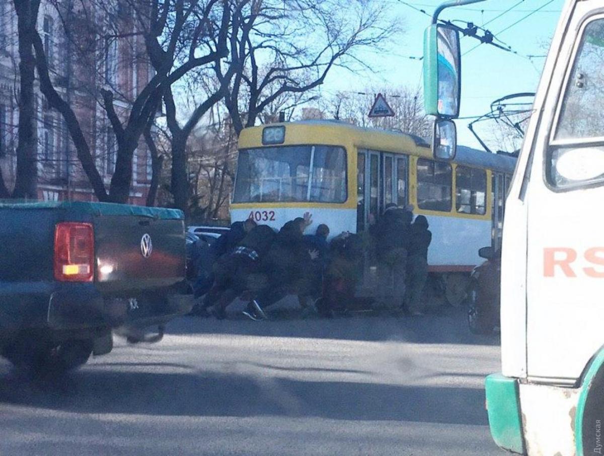 Водія трамвая відсторонили після цього випадку / фото: Думська