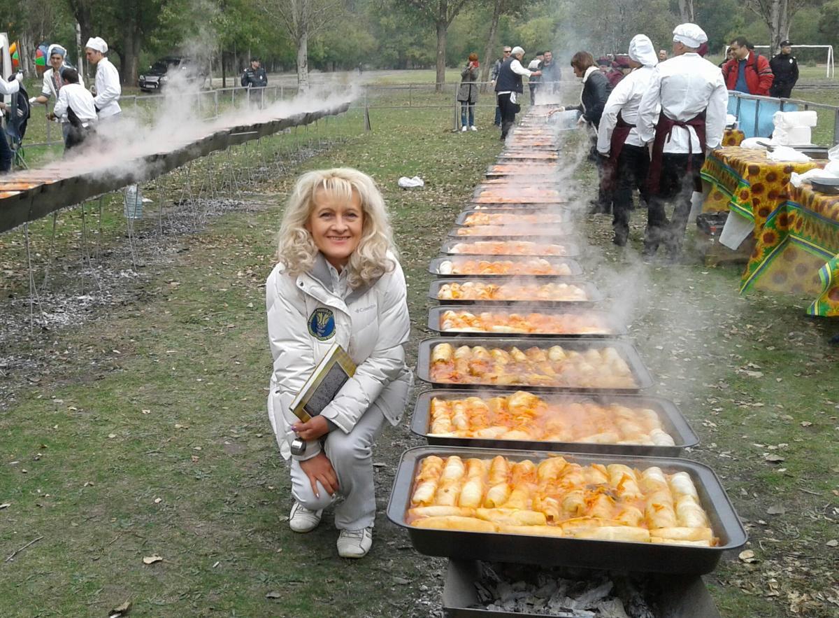 Лану Вєтрову врзала найбільша кількість голубців, приготовлена на одній локації / фото з особистого архіву