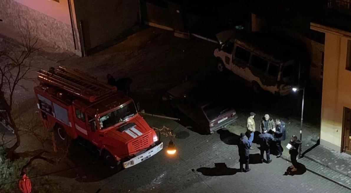 Унаслідок інциденту постраждали також ще один легковик і гараж поруч / 24tv.ua