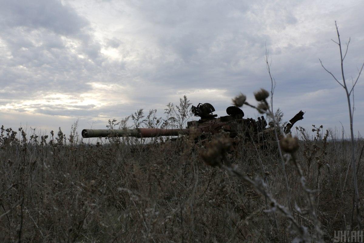 Из-за обстрелов со стороны боевиков на Донбассе погиб военный / фото УНИАН