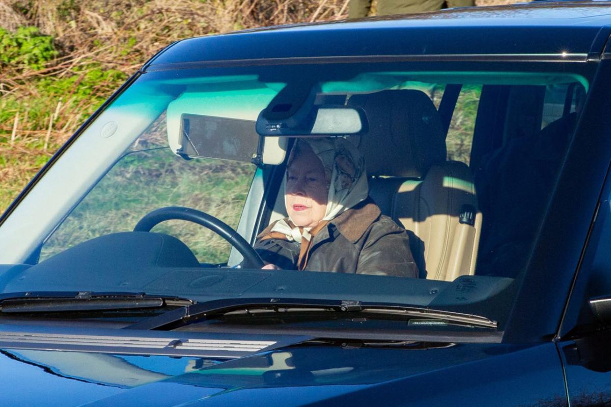 Сама королева как-то рассказывала, что вождение машины ее успокаивает \ REX