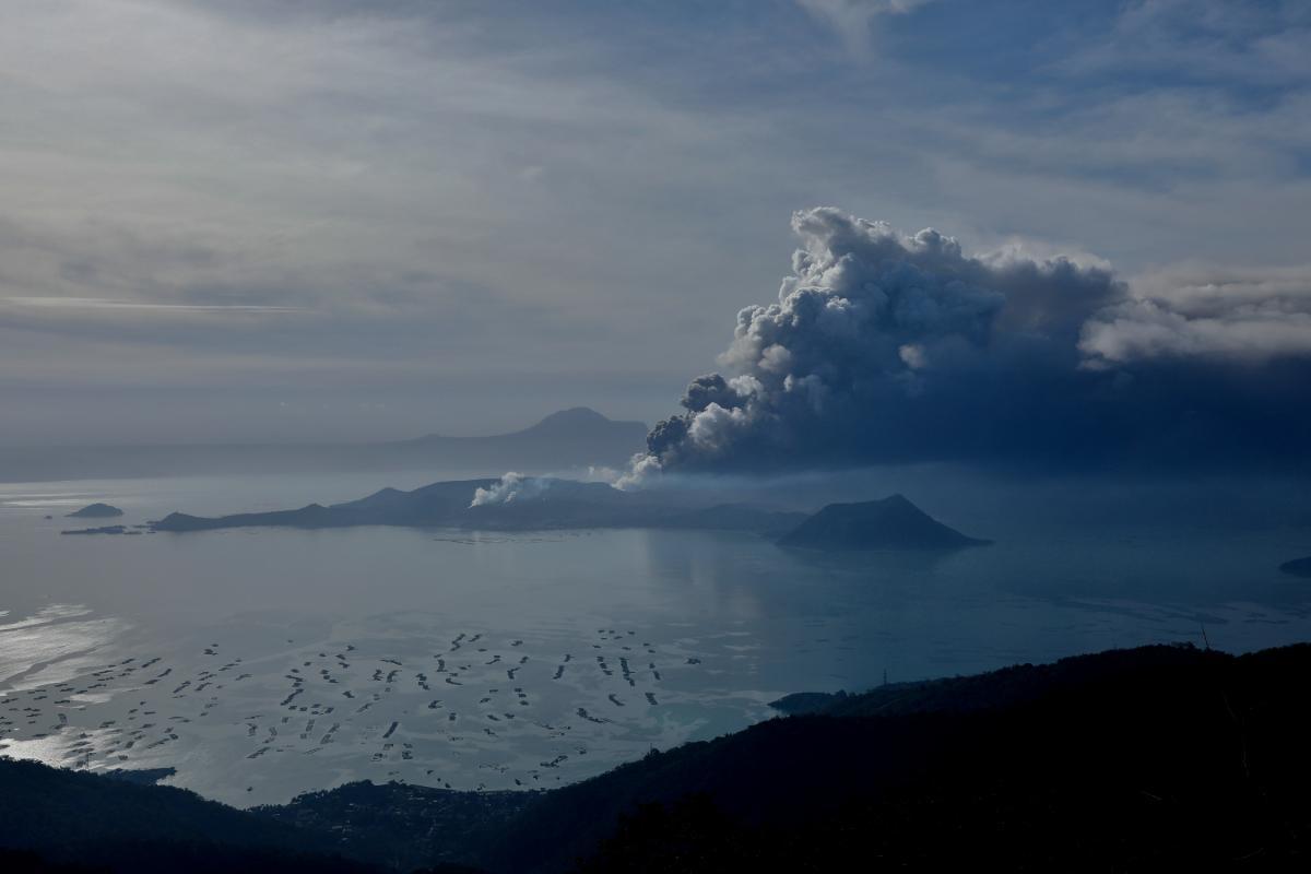 Извержение вулкана Таал / REUTERS