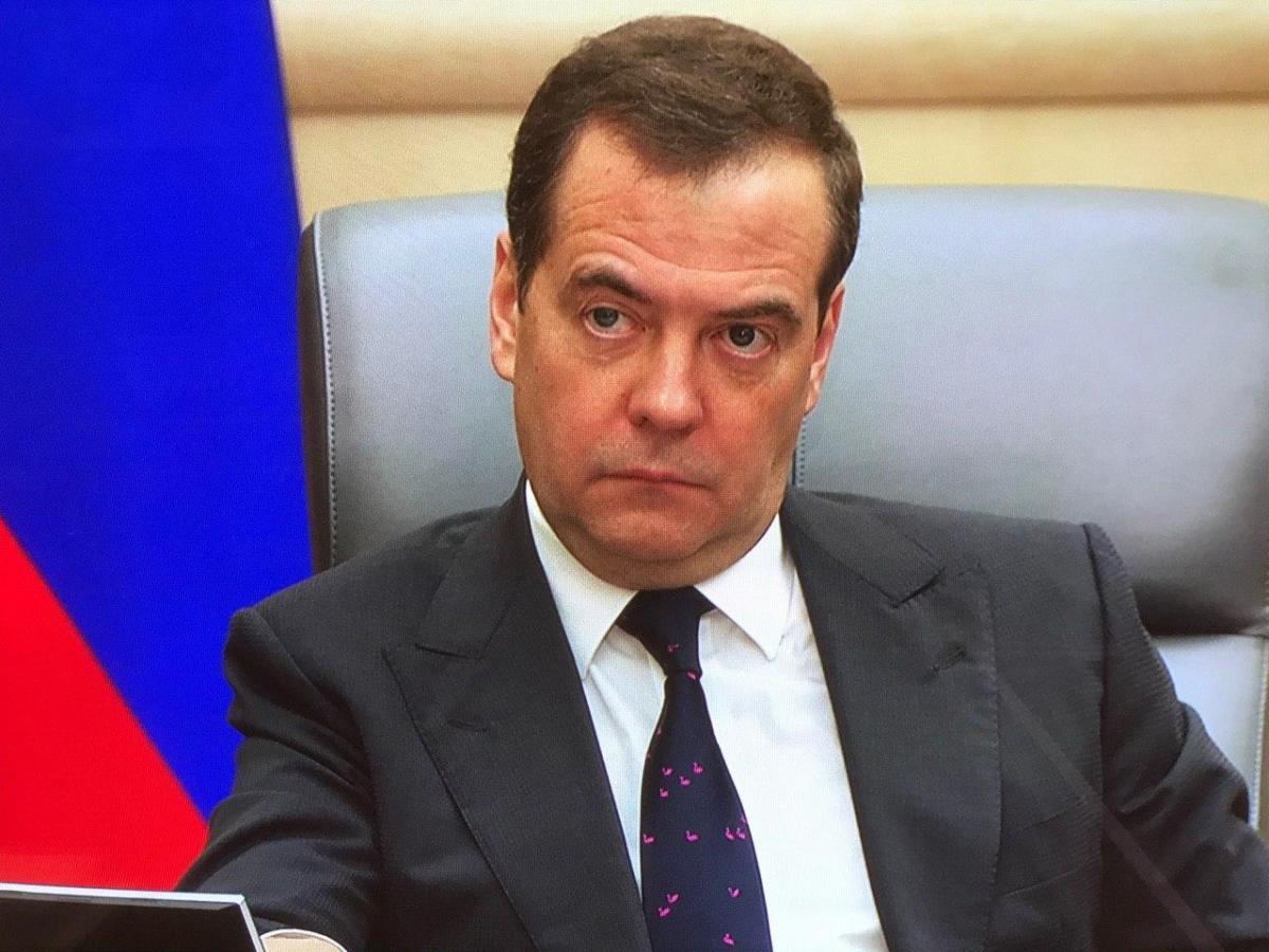 """У такійкраватці Медведєв з'явився на нараді з віце-прем'єрами / фото: """"Выслушалимаяк""""/Telegram"""