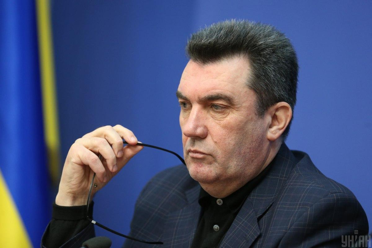 По словам Алексея Данилова, приоритетной версией оставалось ракетное поражения / фото УНИАН