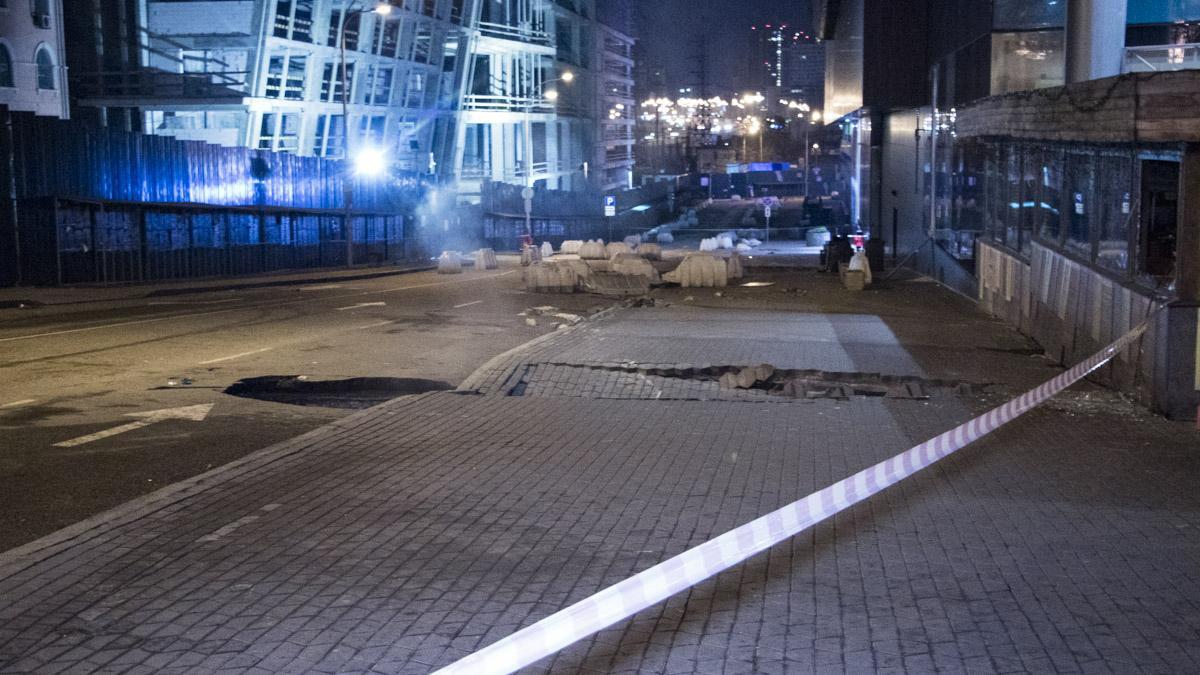Біля ТРЦ Ocean Plaza стався прорив теплотраси / фото: Інформатор