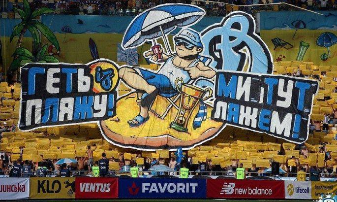 Динамовские фанаты выступили в пляжном стиле / фото: ua-football.com