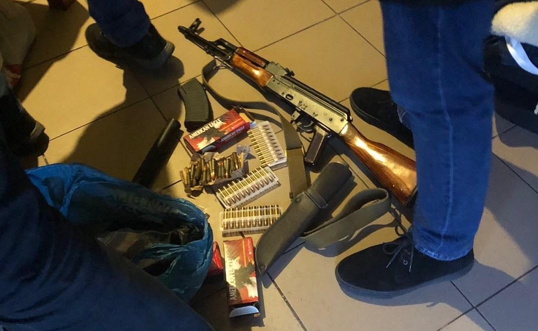 У зловмисників виявили вогнепальну зброю та боєприпаси / фото прокуратури Житомирської області