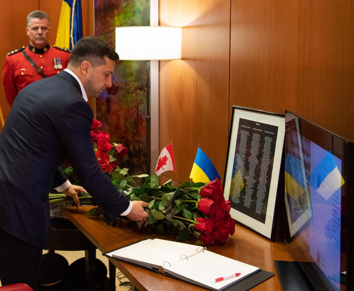 Зеленский почтил память граждан Канады / фото president.gov.ua