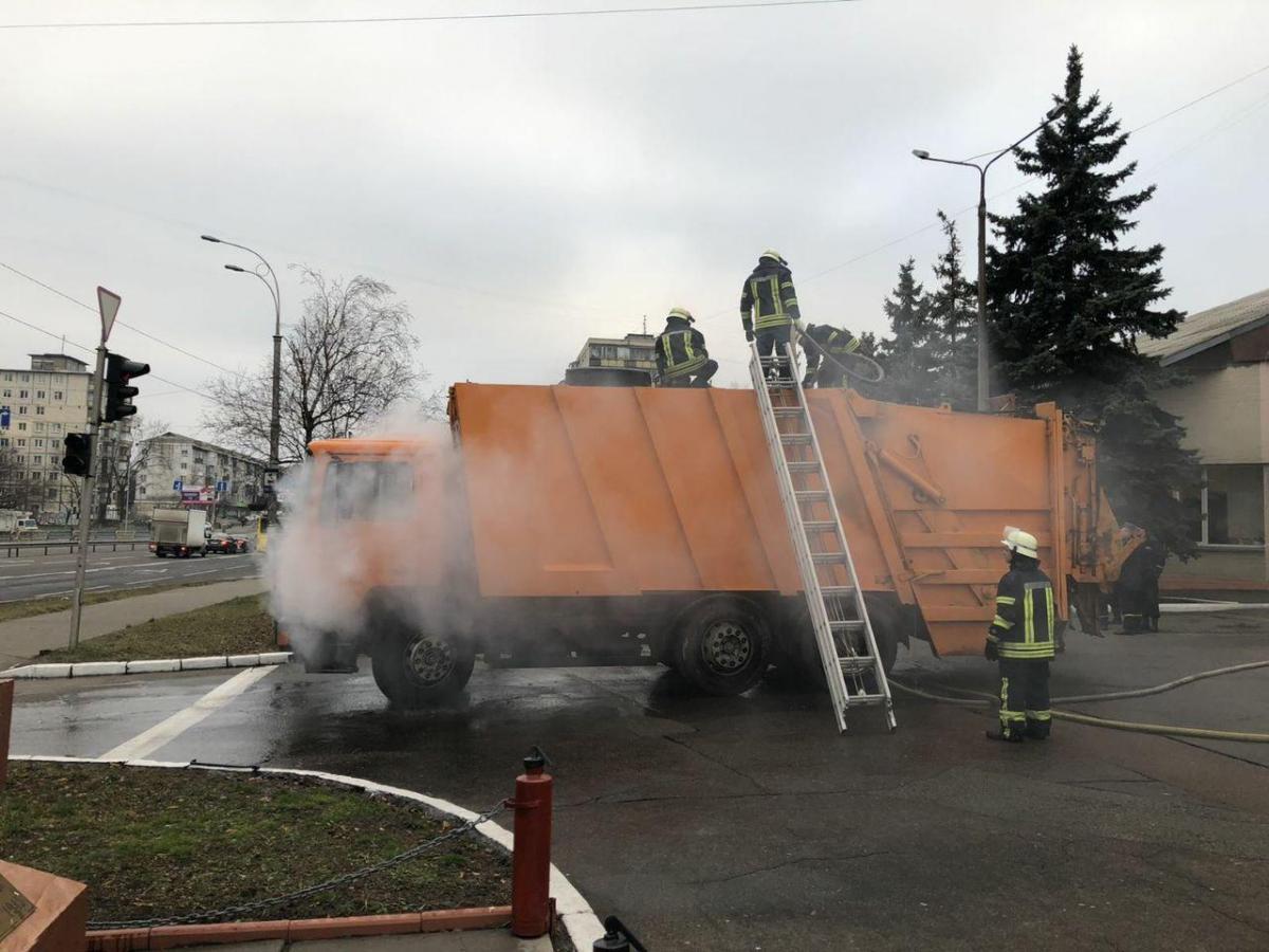 В Киеве горел мусоровоз / kyiv.dsns.gov.ua