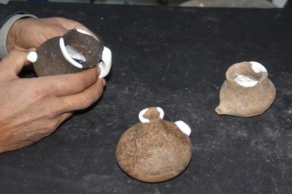 Древние бутылочки могли вместить от 50 до 150 миллилитров жидкости / Фото: Daily Sabah with IHA