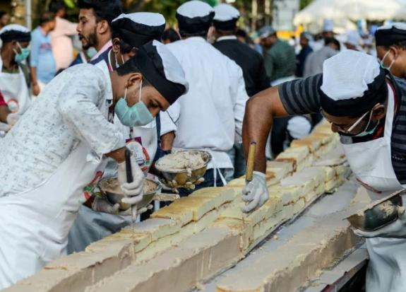 Готували торт близько 1,5 тисячі пекарів та кухарів / afp