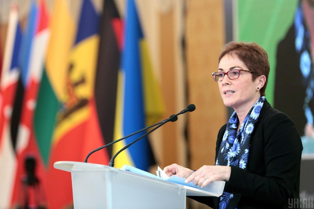 14 січня слідчі Конгресу заявили про можливе незаконне стеження за Марі Йованович / УНІАН