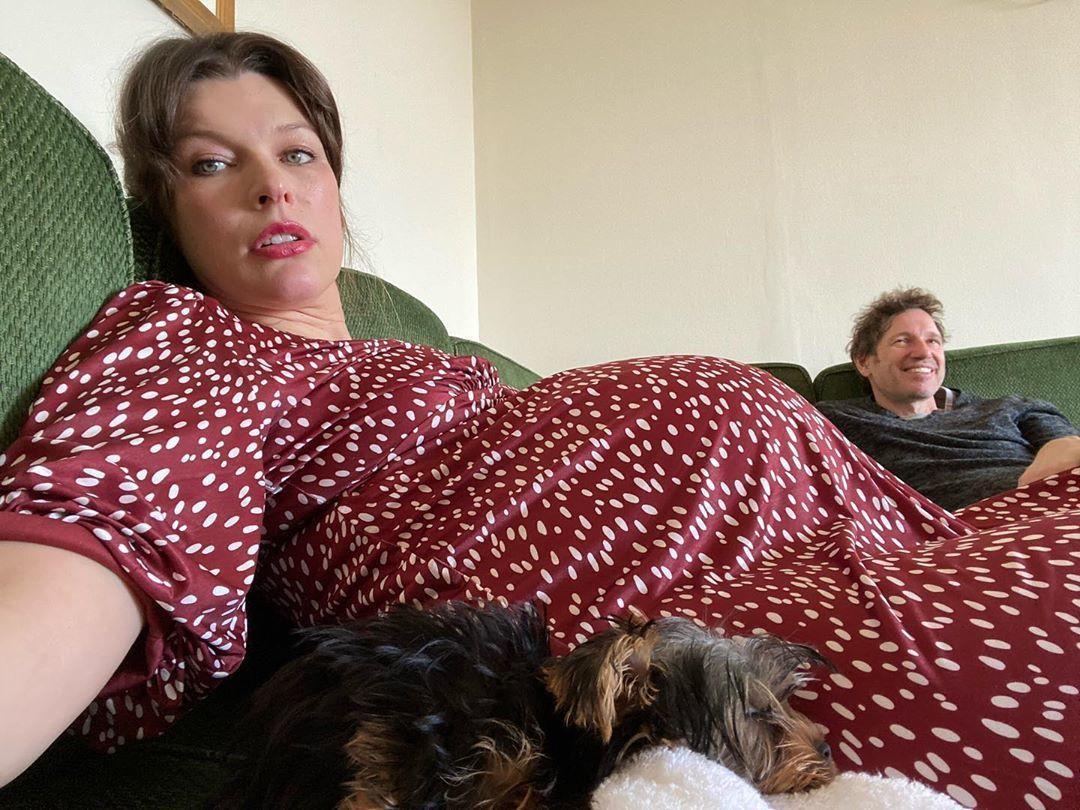 Актриса поскаржилася на своє самопочуття за два тижні до пологів \ instagram.com/millajovovich