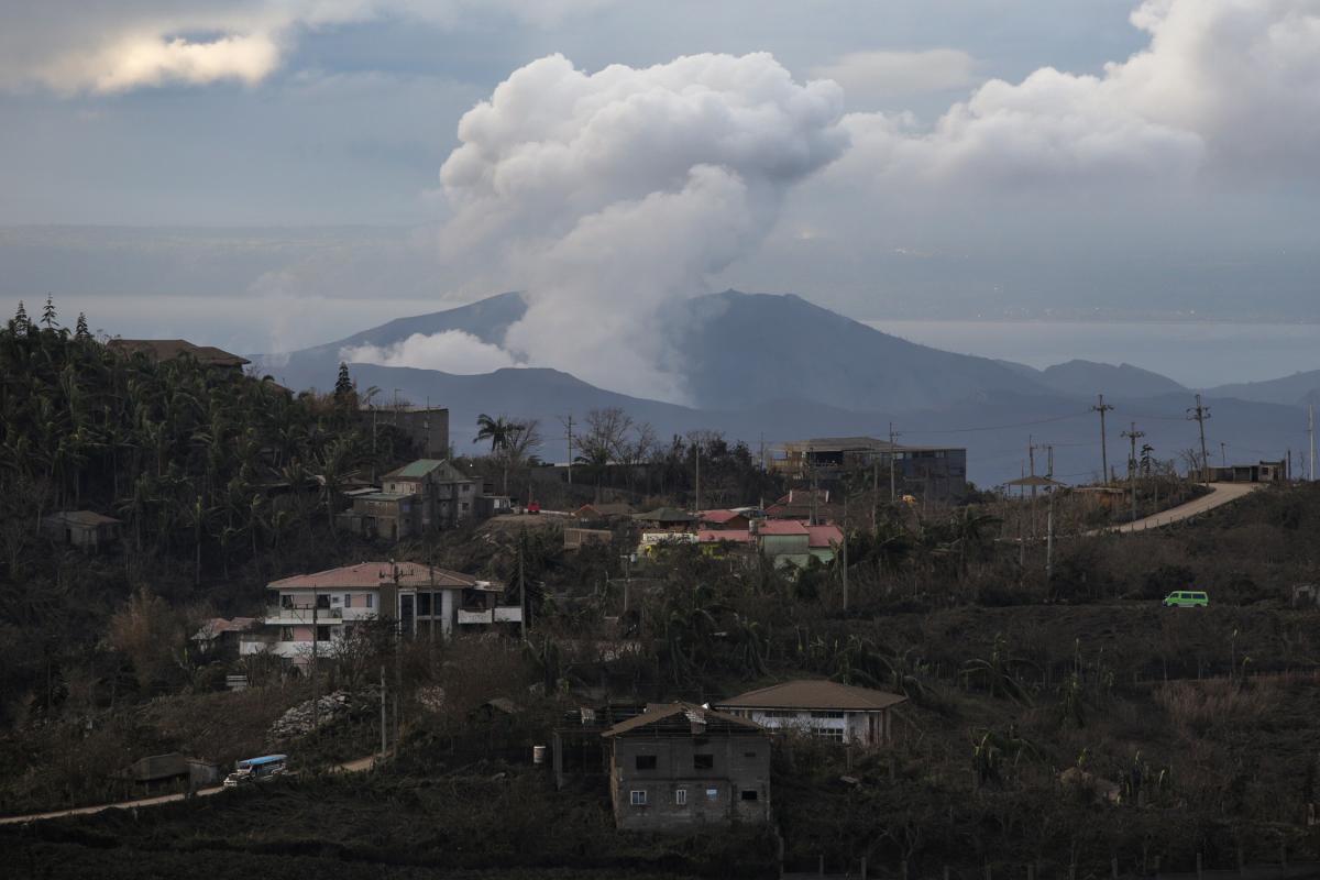 Вулкан на Филиппинах / REUTERS