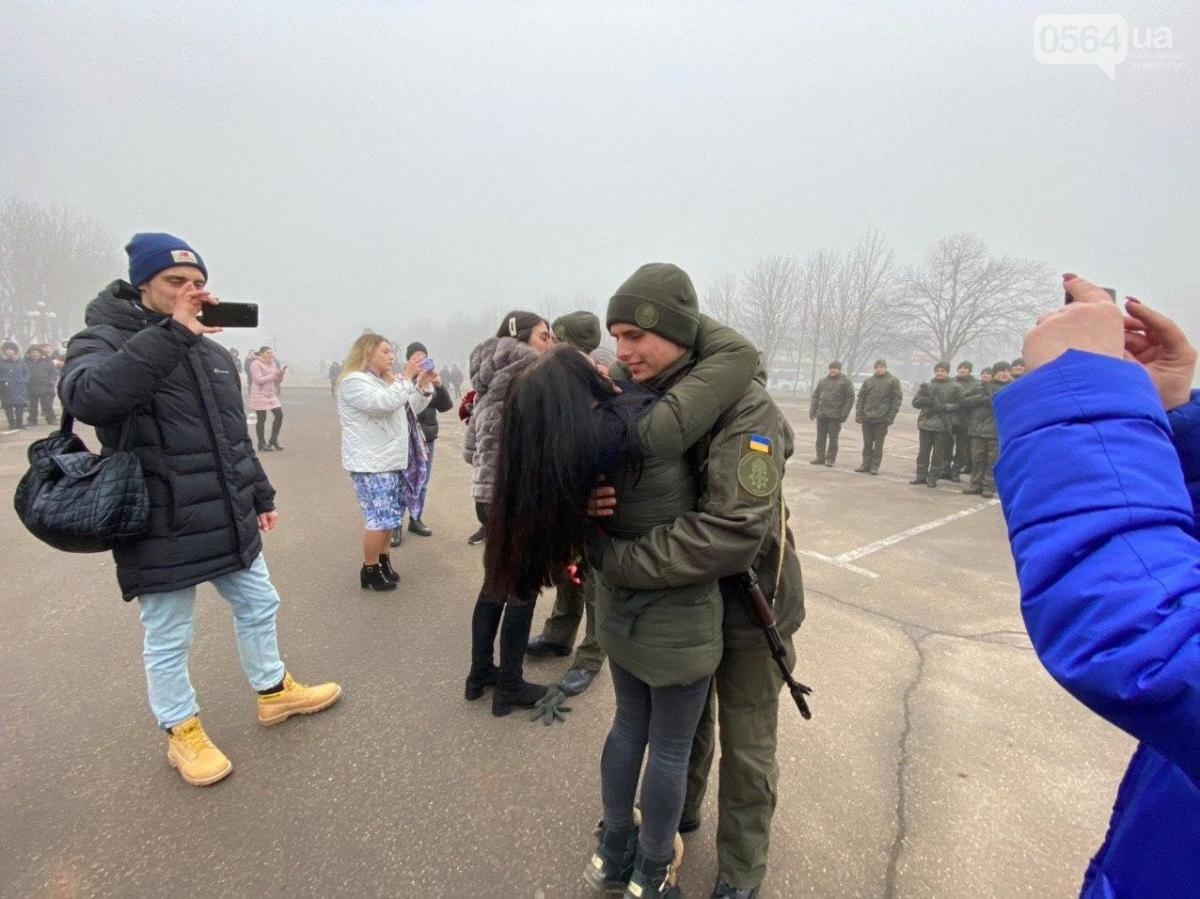 Солдаты сделали предложения любимым одновременно – с цветами и обручальными кольцами / 0564.ua