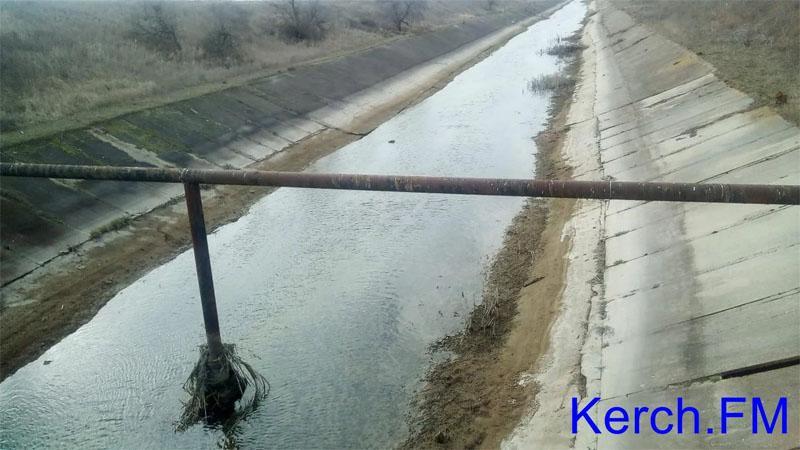 Совсем недавно воды в канале было значительно больше /фото: Kerch.FM